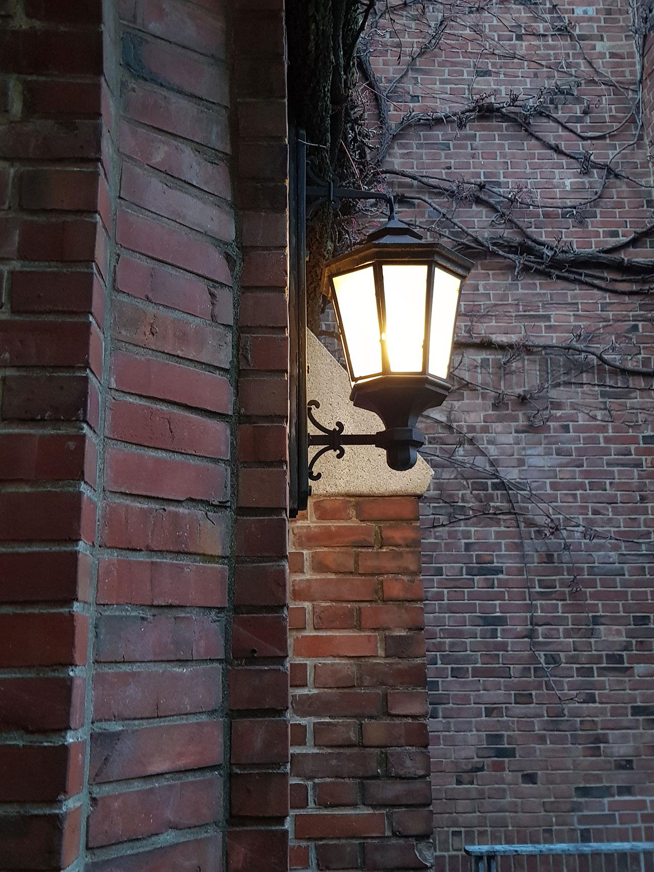 チャペル横の電灯